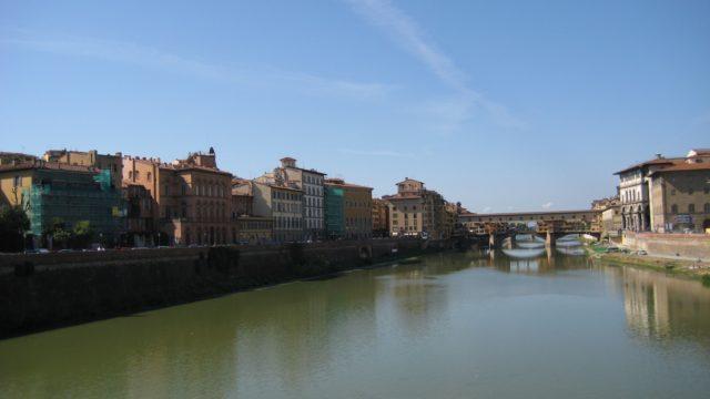 フィレンツェのアルノ川